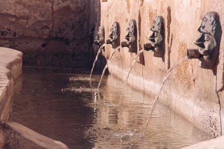 Facciata Fontana Medioevale