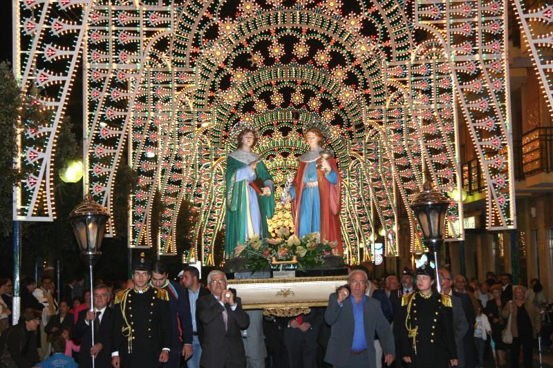Insolita processione serale dei SS. Medici Cosma e Damiano (anno 2006)